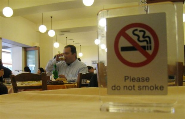 Αντικαπνιστικός νόμος: Αυτά είναι τα πρόστιμα για τους παραβάτες -Από 100 έως 10.000 ευρώ