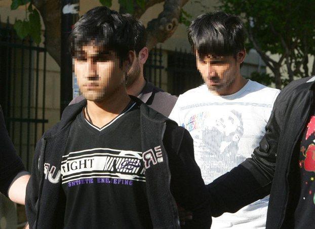 Στον τρίτο δράστη που ακόμη διαφεύγει της σύλληψης ρίχνουν την ευθύνη για τη δολοφονία του Μανώλη Καντάρη οι δύο συλληφθέντες Αφγανοί - ΦΩΤΟ ΑΡΧΕΙΟΥ