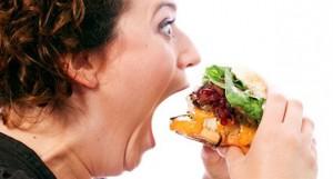 Το junk food καταστρέφει τα κύτταρα του υποθαλάμου που ρυθμίζουν το βάρος με αποτέλεσμα να θέλει κανείς ολοένα και περισσότερο φαγητό