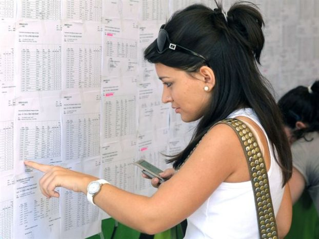 Δεν θα δοθούν την Πέμπτη, τελικά, οι βαθμολογίες των πανελλαδικών εξετάσεων