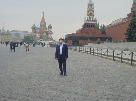 Μόσχα- Κόκκινη Πλατεία, το Κρεμλίνο, το Μαυσωλείο Λένιν και στο βάθος ο καθεδρικός Ναός του Αγίου Βασιλείου.