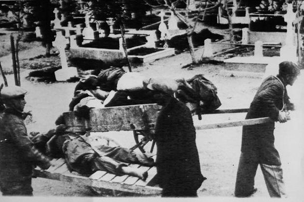 ΓΕΡΜΑΝΙΚΕΣ ΑΠΟΖΗΜΕΙΩΣΕΙΣ - Η επιτροπή που συστάθηκε για το κατοχικό δάνειο και τις πολεμικές αποζημιώσεις θα παραδώσει το έργο της έως τις 31 Οκτωβρίου 2014. Κατοχή στην Αθήνα. Πείνα και θάνατος (φωτ. αρχείου)
