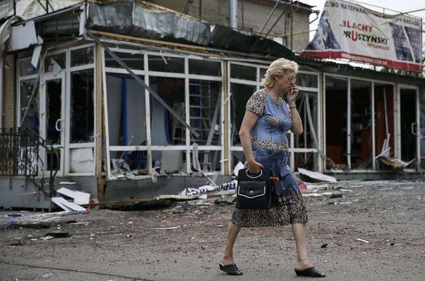 Σλαβιάνσκ: Η πόλη των 120.000 κατοίκων, προπύργιο των αυτονομιστών, έχει δεχτεί σφοδρό κύμα βομβαρδισμών ενόσω συνεχίζονται οι συγκρούσεις μεταξύ αυτονομιστών και κυβερνητικών δυνάμεων