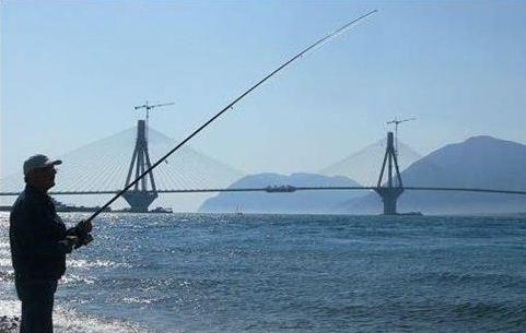 Οι ερασιτέχνες ψαράδες δεν θα χρειαστεί να περάσουν φέτος από το λιμεναρχείο   (Φωτογραφία:  ΑΠΕ )