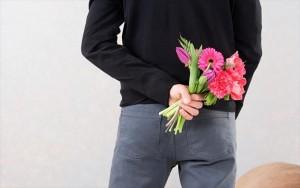 αντρας λουλουδια εκπληξη
