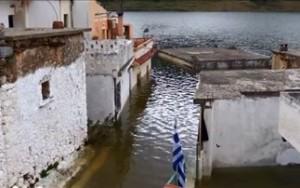 χωριο νερα βυθιζεται