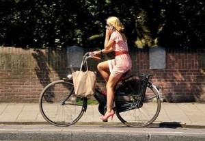 gynaika -  γυναικα ποδηλατο