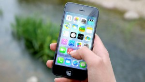iphone-epikindunoi-ioi-krummenoi-mesa-se-dimofili-app.w_l
