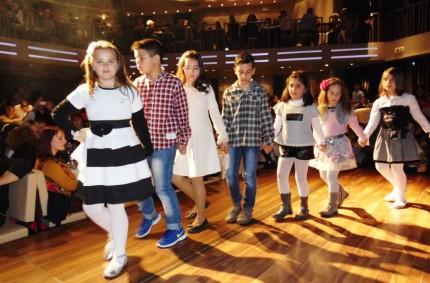 2016  3ο δημοτικο σχολείο χορός