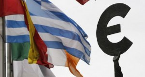Greek and others European national flags flutter near an euro symbol outside the EU Parliament in Brussels August 30, 2011.   REUTERS/Francois Lenoir  (BELGIUM - Tags: POLITICS)